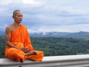 Meditující mnich zdroj: Wikimedia commons