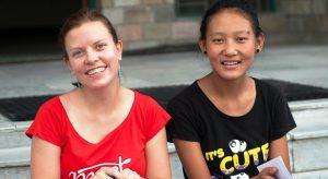 Jana Neboráková s dívkou Tenzin v SOS dětské vesničce THF - fotografie Karel Hájek 2013